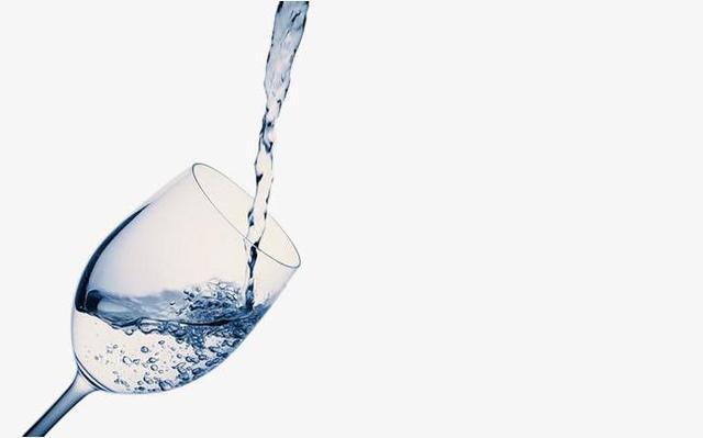 当你还是职场新人的时候,要不要帮公司老员工端茶倒水?